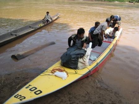 Mit dem Speedboot am Mekong