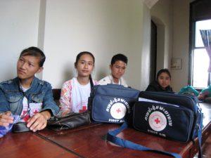 Rotkreuz Freiwillige bei der Vorbesprechung