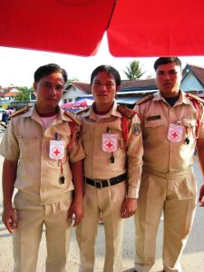 In Erster Hilfe ausgebildete Verkehrspolizisten