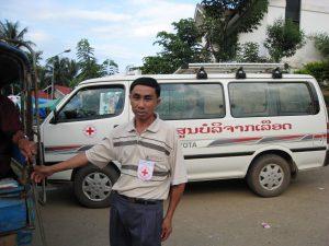 Blutspendebus des Roten Kreuzes mit Fahrer
