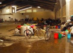 Eine von 25 Notunterkuenften im Bezirk Kiloa