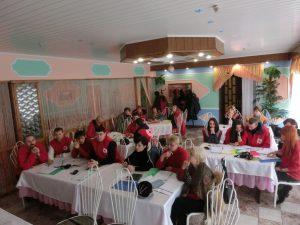 Training für die Freiwilligen in Lysychansk bei durchaus frostigen Innentemperaturen.