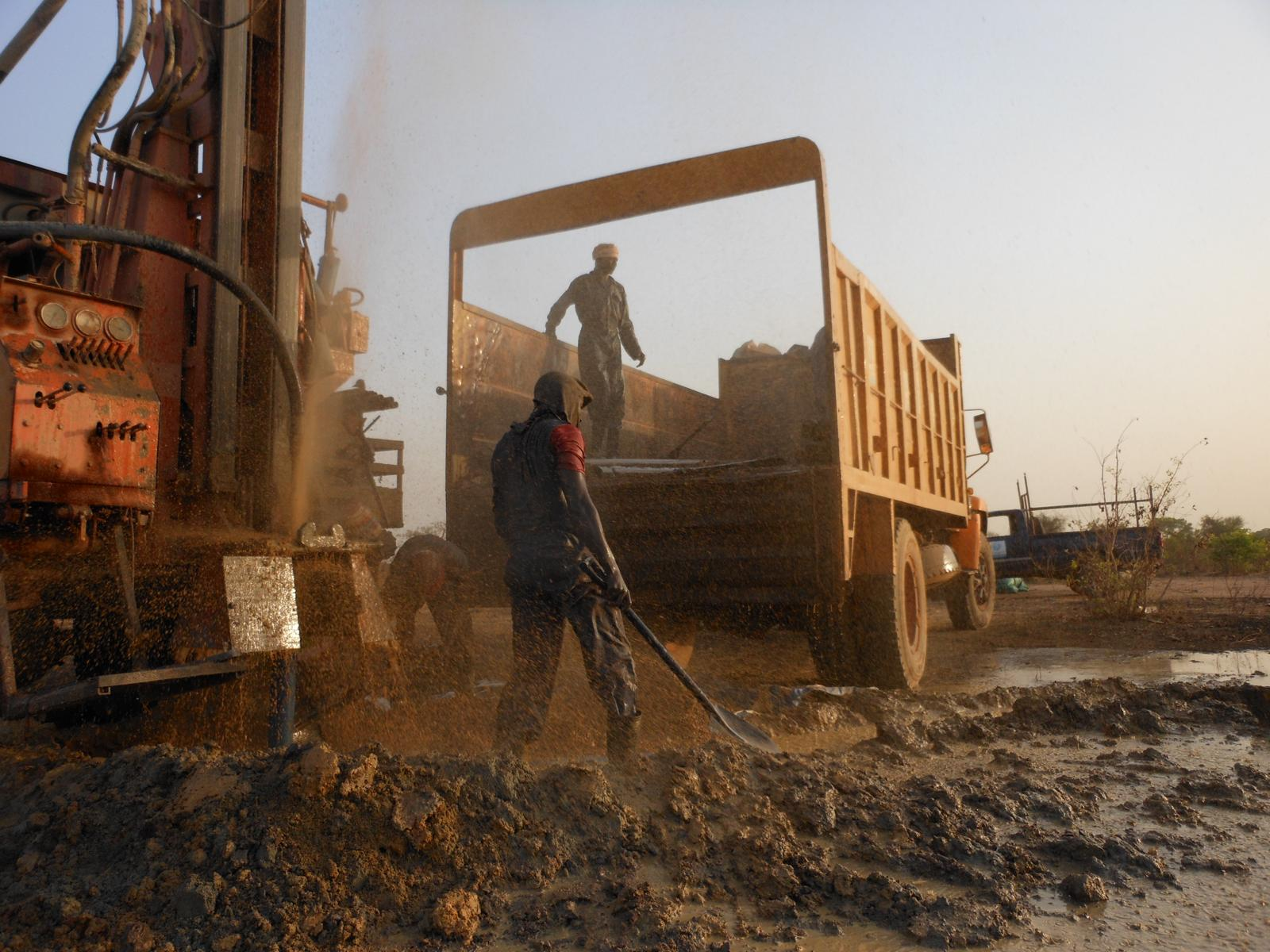 Drilling in Northern Bahr El Gazhal at the moment the first water comes to the surface