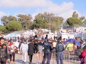 Im Moria Camp werden die Flüchtlinge versorgt und registriert.