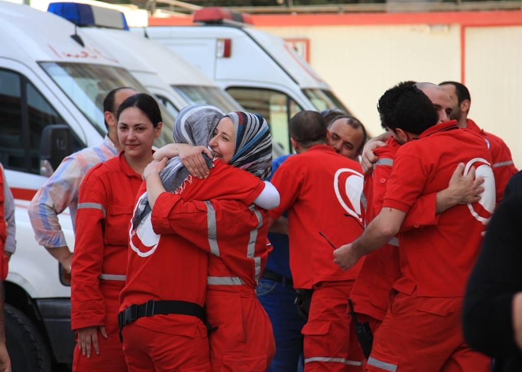 Freiwillige Helferinnen und Helfer des Syrisch Arabischen Roten Halbmondes.